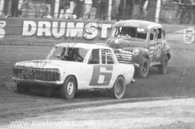 Thunderbird Raceway Virginia. Tom Joy leads Mal Trout (Mr Juicy)